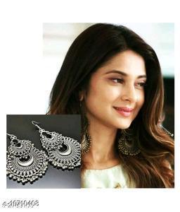 Fashionable Metal Earring