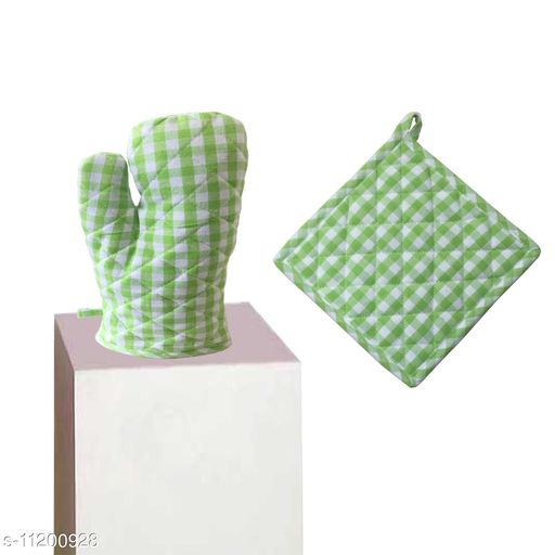 """Lushomes Green Small Checks Heat Resistant Oven Mittens and Pot Holder of Kitchen (1 Pot Holder, Size : 8""""x8"""" & 1 Oven Mitten, Size : 7""""x13"""")"""