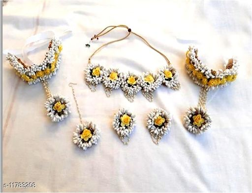 Trendy Floral Necklace