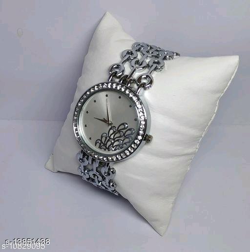 HRV Women Peacock Dial Chain Gold Watch