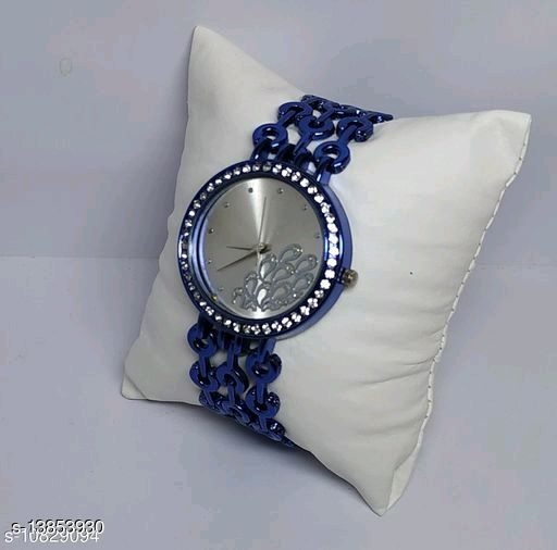 Yolako Women Peacock Dial Chain Gold Watch
