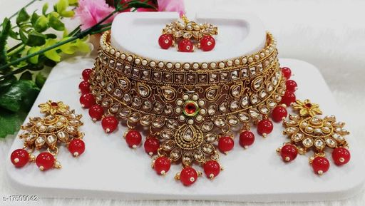 Sizzling Charming Women Necklace