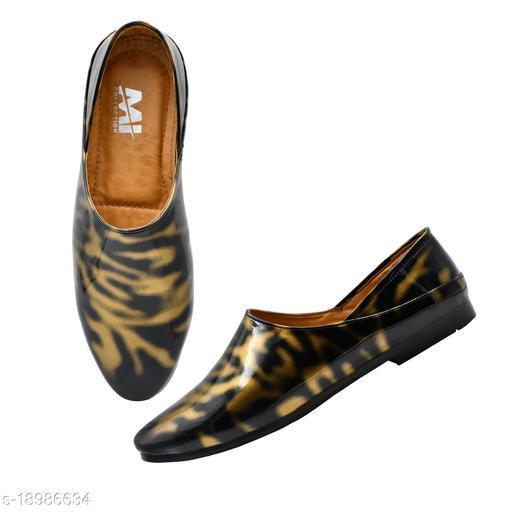 Mr Men Golden Casual Wear Loafers For Men, Golden Partywear Loafers For Men, Golden Regular Wear Loafers For Men