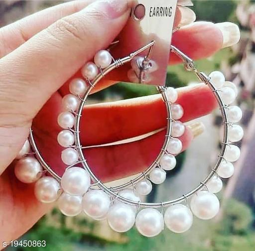 Strigehne Single Layer Pearl hoop earrings