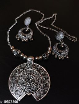 Trendy  Necklace Jewellery Set For Women and Girls