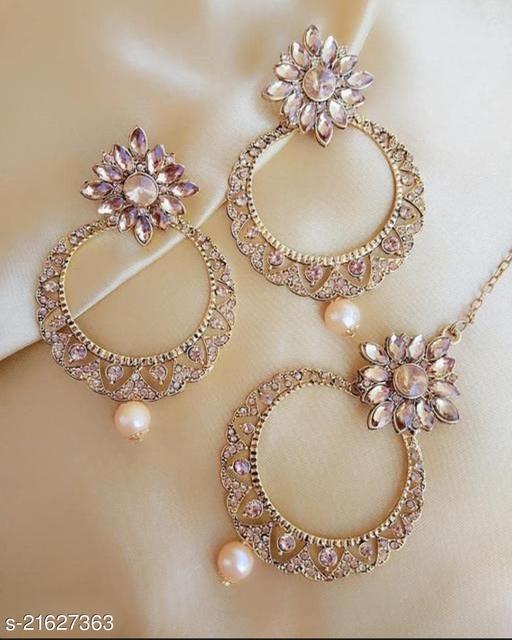 Diva Graceful Earrings and maangtika
