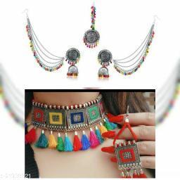 Sizzling Fancy Women jewellery set