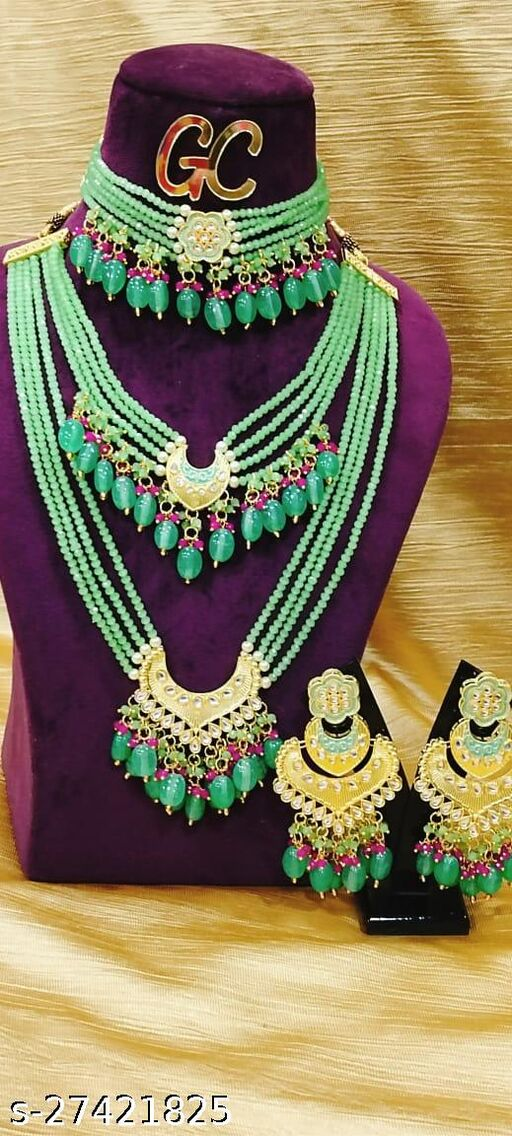 Sizzling Charming Womejewellery set