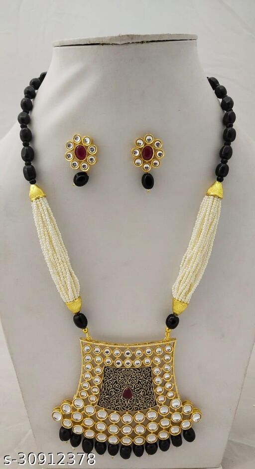 Shimmering Graceful Women jewellery sets