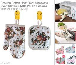 1 Pair Cotton Fashion Flamingo Kitchen Pad Cooking microwave baking BBQ oven potholders Oven Gloves Mitts Pot Pad for Kitchen Safety Utility (Color and Design May Very).