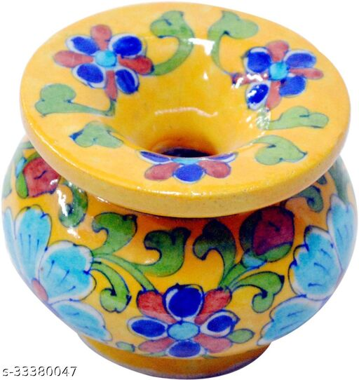 A BEAUTIFUL YELLOW COLOR VASE