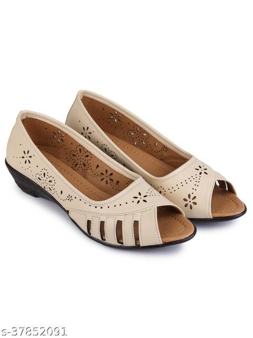 Clouter Hub Women Bellies Sandals