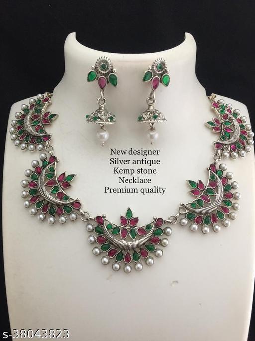 Shimmering Charming Women jewellery set
