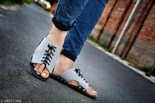 Relaxed Fashionable Men Sliders