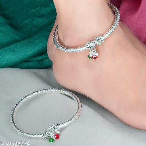 Sizzling Graceful Women Anklets