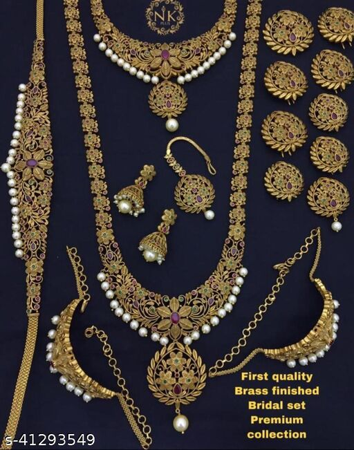 Sizzling Graceful Women Jewellery Set