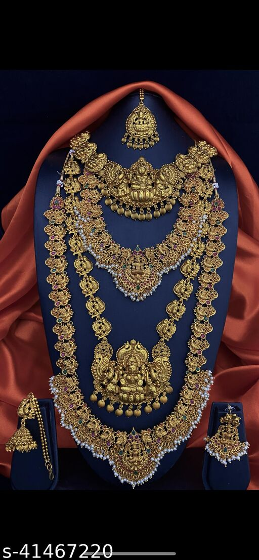 Sizzling Bejeweled Women Jewellery Set