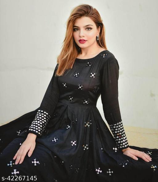 Women Rayon Anarkali Solid Black Kurti