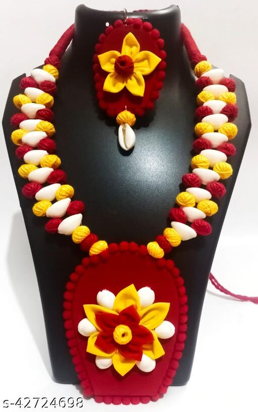 Chanda Handpainted Fabric Jewellery With Earing