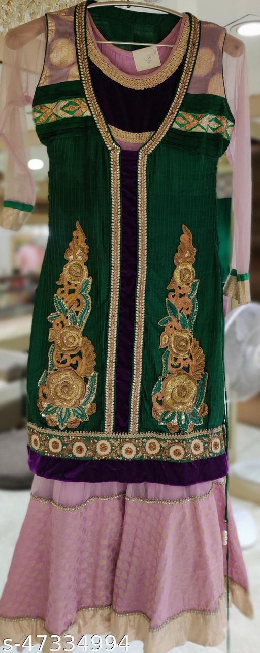 Kashvi Pretty Women Kurta Sets
