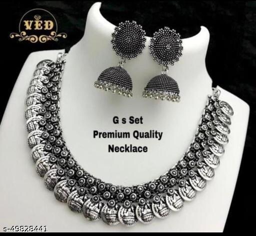 Shimmering Bejeweled Women Jewellery Set
