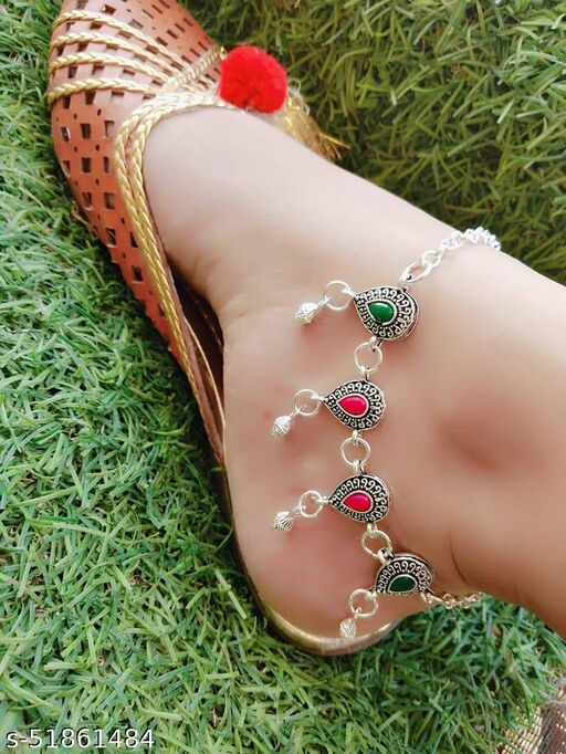 a fancy silver payal for whomen and girl