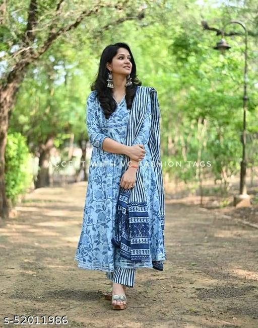 Aakarsha Sensational Women Kurta Sets