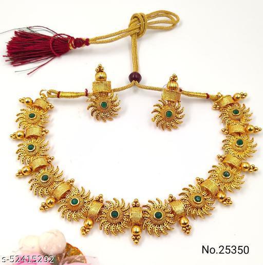 Sizzling Glittering Women Jewellery Set