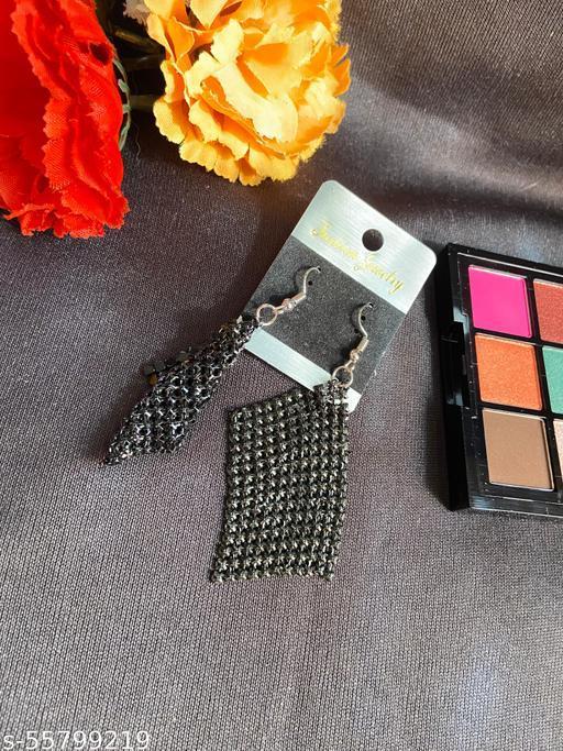 Klenot Chatai Design Black Earrings