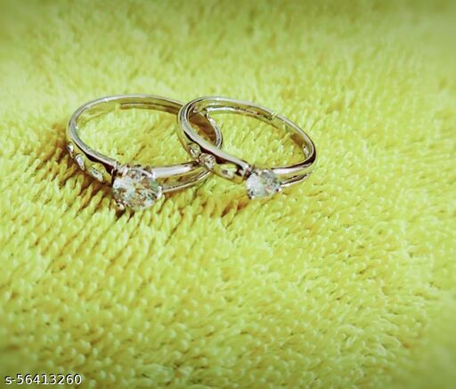 classical couple rings with heart shape holes