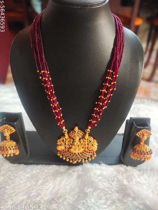 Shimmering Graceful Women Jewellery Set