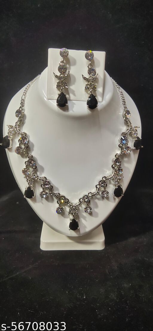BLACK STONED NECKLACE