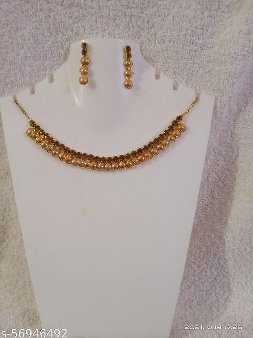 Festive Girl Wore Pearl Gold Cotted Choker