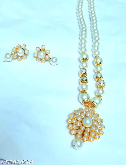 Sizzling Graceful Women Necklace And Chains