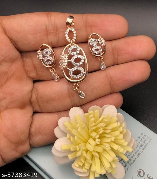Stylish necklaces Set