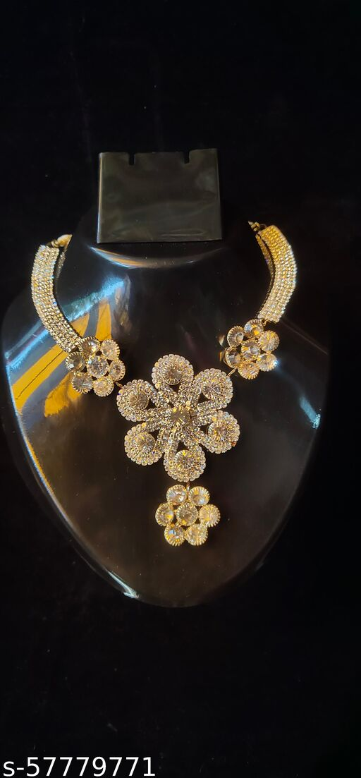 WHITE FLOWER GOLD NECKLACE