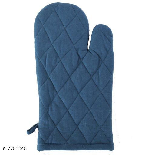 Oven Gloves Oven Gloves Material: Cotton Pattern: Solid Pack: Pack of 1 Country of Origin: India Sizes Available: Free Size *Proof of Safe Delivery! Click to know on Safety Standards of Delivery Partners- https://ltl.sh/y_nZrAV3  Catalog Rating: ★4.1 (77)  Catalog Name: oven gloves CatalogID_1263366 C129-SC1636 Code: 301-7750345-