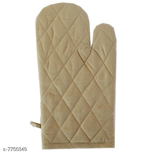 Oven Gloves Oven Gloves Material: Cotton Pattern: Solid Pack: Pack of 1 Country of Origin: India Sizes Available: Free Size *Proof of Safe Delivery! Click to know on Safety Standards of Delivery Partners- https://ltl.sh/y_nZrAV3  Catalog Rating: ★4.1 (77)  Catalog Name: oven gloves CatalogID_1263366 C129-SC1636 Code: 301-7750349-