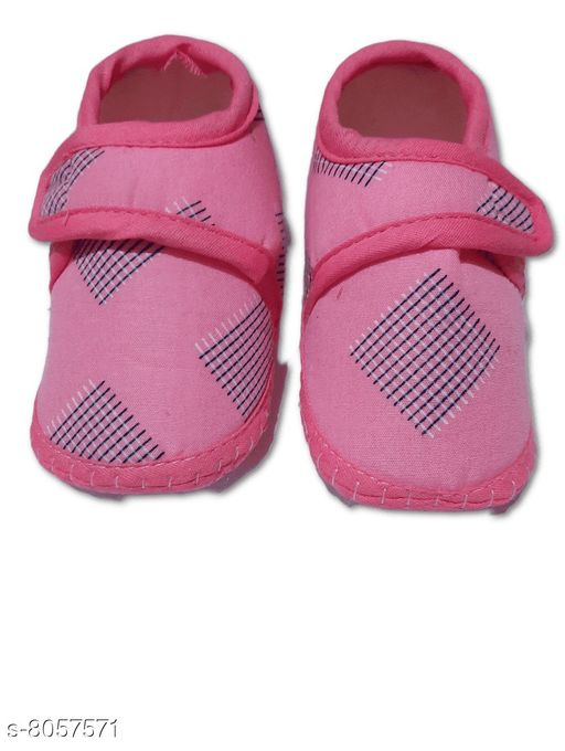 Flats BABY GIRL'S SANDALS  *Material* Textile  *Sole Material* Polyurethane  *Sizes*  0-4 Months  *Sizes Available* 0-4 Months *    Catalog Name: Pretty Classy Kids Girls Sandals CatalogID_1332855 C60-SC1166 Code: 001-8057571-