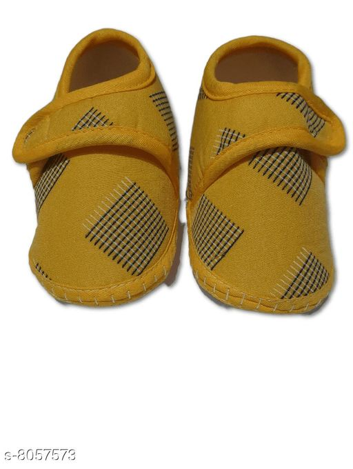 Flats BABY GIRL'S SANDALS  *Material* Textile  *Sole Material* Polyurethane  *Sizes*  0-4 Months  *Sizes Available* 0-4 Months *    Catalog Name: Pretty Classy Kids Girls Sandals CatalogID_1332855 C60-SC1166 Code: 001-8057573-