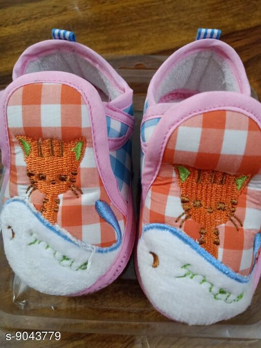 Casual Shoes Beautiful Kids Shoes  *Material* PVC  *Pattern* Printed  *Multipack* 1  *Sizes*   6 - 9 Months (12 cm)  *Sizes Available* Free Size *    Catalog Name: Trendy Baby Shoes  CatalogID_1563307 C60-SC1164 Code: 513-9043779-