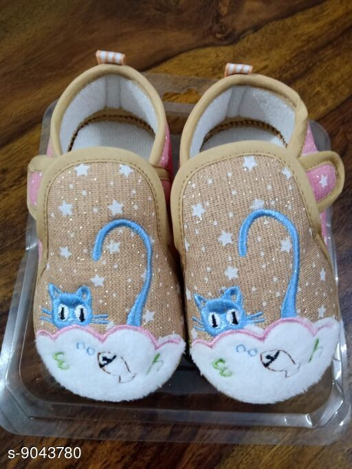 Casual Shoes Beautiful Kids Shoes  *Material* PVC  *Pattern* Printed  *Multipack* 1  *Sizes*   6 - 9 Months (12 cm)  *Sizes Available* Free Size *    Catalog Name: Trendy Baby Shoes  CatalogID_1563307 C60-SC1164 Code: 513-9043780-